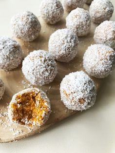 For those looking for new tastes as healthy snacks: Pumpkin fit balls - Uplifers Source by dagistanl Healthy Desserts, Delicious Desserts, Healthy Recipes, Desert Recipes, Natural Cures, Rice Recipes, The Best, Deserts, Food And Drink