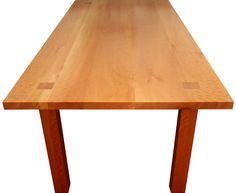 Tisch in Birnbaum massiv