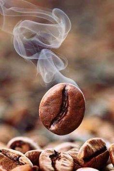 ☕️☕️ Buon #pomeriggio! Si riparte con una tazza di #caffè!!! #coffe #pausa #lavoro
