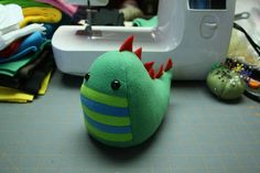 Cutest little dinosaur plush toy. Seems really easy to sew, so DIY.