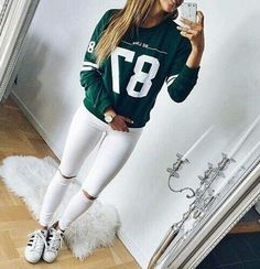 White can be grungy, and these white ripped skinny jeans are a classic example. Create a punk look without wearing black by getting these here. Classy Fall Outfits, Cozy Winter Outfits, Cute Outfits, White Ripped Skinny Jeans, White Jeans, Superenge Jeans, Jeans Shoes, Football Outfits, Teen Fashion