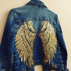 Angel Wing Denim Jacket - Dream in Gold - Vintage Denim by budofideas on Etsy Vintage Jacket, Vintage Denim, Fashion Fabric, Diy Fashion, Diy Wings, Painted Denim Jacket, Painted Clothes, Diy Clothes, Nice Dresses