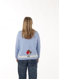 We love the cute design on the back of this free snowman jumper pattern for this year's #xmasjumperday! #knitting