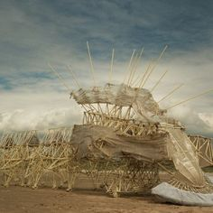 Une sculpture vivante poussée par le vent