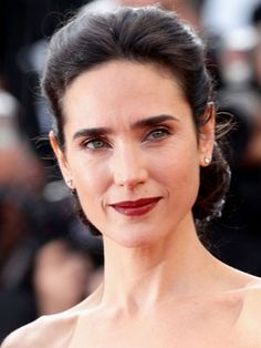 No one would accuse Jennifer Connelly of ping-ponging from trend to trend. You won't see her with rainbow hair streaks or funky nail art, but she still manages to look fresh and interesting. Princess Of England, Going Blonde, Hair Streaks, Bold Brows, Beautiful Mind, Dead Gorgeous, My Fair Lady, Jennifer Connelly, Daily Beauty
