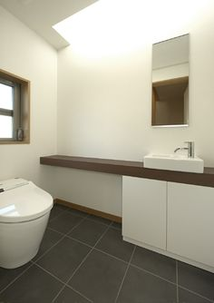 トイレ(浜寺公園の家)- トイレ/バス事例|SUVACO(スバコ)