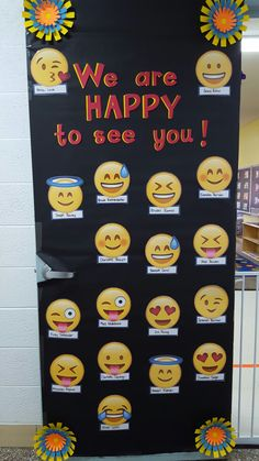 Classroom Welcome Boards, Winter Bulletin Boards, Classroom Bulletin Boards, Kindergarten Bulletin Boards, Preschool Classroom, Classroom Themes, Emoji Decorations, School Decorations, School Board Decoration