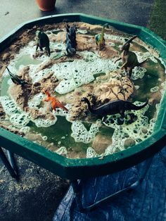 Dinosaur swamp - Sand fairy liquid water and green food colouring. Eyfs Activities, Nursery Activities, Dinosaur Activities, Dinosaur Crafts, Preschool Activities, Dinosaur Play, Tuff Spot, Reggio Emilia, Sand Tray