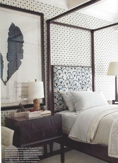 Jurassic World Bedroom Decor Charming guest bedroom with graphic wallpaper and fabrics White Bedroom Decor, Bedroom Black, Dream Bedroom, Home Bedroom, Small Guest Rooms, Guest Bedrooms, Estilo Tropical, White Headboard, Graphic Wallpaper