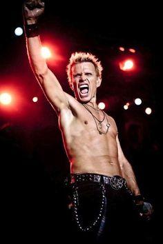 Armario de Noticias: Billy Idol anuncia lanzamiento de su nuevo disco