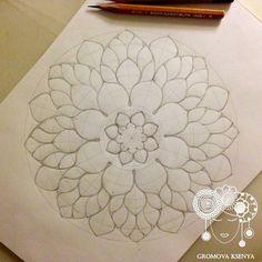 Explore Gromova_Ksenya photos on Flickr. Gromova_Ksenya has uploaded 874 photos to Flickr. Mandala Doodle, Mandala Art Lesson, Mandala Artwork, Mandala Dots, Mandala Pattern, Zen Doodle, Doodle Art Drawing, Mandala Drawing, Art Drawings