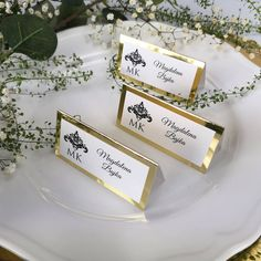 Place cards from the Glamor Gold collection.- Winietki z kolekcji Glamour Gold. Place cards from the Glamor Gold collection. Dream Wedding, Wedding Day, Seating Charts, Exotic Flowers, Place Cards, Wedding Invitations, Wedding Decorations, Place Card Holders, Glamour