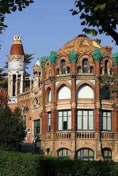 Hospital de Sant Pau, las obras empezaron en el año 1901 para sustituir el Antiguo Hospital de la Santa Creu ubicado en el Raval. #Barcelona #Modernismo http://www.viajarabarcelona.org/lugares-para-visitar-en-barcelona/hospital-de-la-santa-creu-i-de-sant-pau/