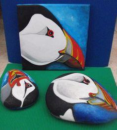 Tableau et cailloux peints de macareux moine
