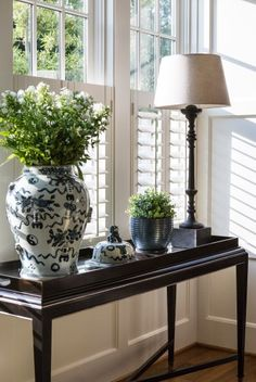 Are you looking to brighten up a dull room and searching for interior design tips? One great way to help you liven up a room is by painting and giving it a whole new look. Traditional Decor, Traditional House, Cafe Style Shutters, Family Room Decorating, My New Room, Home Accents, Home Interior Design, Decoration, Home Furnishings