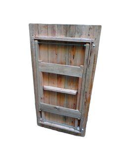 Mesa plegable hecha con pallets reciclados