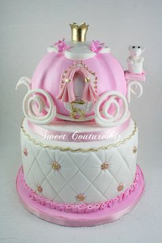 Gâteau Carrosse Cendrillon Carriage Cake Okay, probably not going to be in Cinder's visual log until the last page of the last book. But CAKE girl party birthday AWESOMENESS! Pretty Cakes, Cute Cakes, Beautiful Cakes, Amazing Cakes, Girly Cakes, Fancy Cakes, Barbie Torte, Carriage Cake, Fantasy Cake