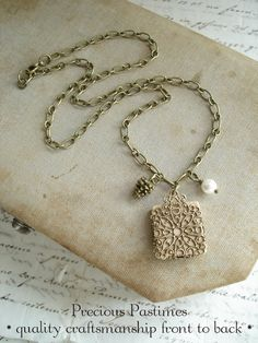 Scrabble Tile Necklace. Custom Initial par PreciousPastimes sur Etsy