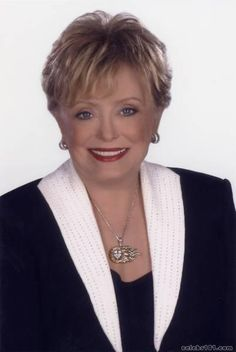 (February 1934 – June born in Healdton OK, native Rue McClanahan, grew up in Ardmore, OK Rue Mcclanahan, Celebrities Then And Now, Intelligent Women, Golden Girls, Famous Women, Celebrity Gossip, Favorite Tv Shows, Role Models, Oklahoma