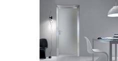 Simple Cristallo di #BIHOME è una porta a battente con struttura in alluminio. I pannelli sono proposti in cristallo nelle finiture: trasparente, satinato, bianco latte, fumè, stop-sol chiaro, stopsol fumè, stop-sol bronzo, riflettente tortora, riflettente bianco, riflettente cenere, satinato bronzo, satinato grigio, specchio bifacciale, specchio safe, reflex satinato chiaro, reflex satinato bronzo. Venite a scoprirla da LD Lab. www.ldlab.it