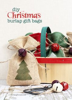 DIY Burlap Gift Bags Make these darling burlap gift bags and stencil on some holiday decor for your gift giving needs this year! Burlap Projects, Burlap Crafts, Christmas Projects, Holiday Crafts, Christmas Ideas, Diy Projects, Christmas Bags, Christmas Tree, Holiday Decor