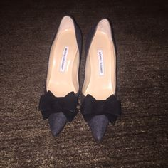 Gray and black bow pumps Authentic never worn, simply just forgot I had them. Great addition to anyone's closet you can never go wrong with Manolo Blahnik! Manolo Blahnik Shoes Heels
