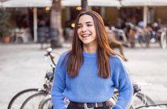 "Àngela Mármol on Instagram: ""Al final todo sale bien; si no està bien, no es el final •📸 @robertantonphoto"" Tumblr Photography, Photography Poses, Cute Girls, Cool Girl, Poses For Photos, Foto Pose, Photo Story, Just Girl Things, Happy Women"