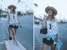 PALM SPRINGS DIARY  Street style look with ripped shorts and pineapples shirt. By fashion blogger Monica Sors