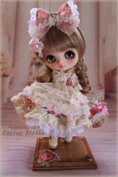 Custom Blythe Tiny Dolls, Blythe Dolls, Barbie Dolls, Pretty Dolls, Beautiful Dolls, Kawaii Doll, Doll Repaint, Custom Dolls, Ball Jointed Dolls