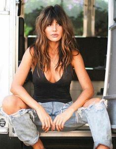 Mad inspo here! Obsessed with these curtain bangs! Hairstyles With Bangs, Cool Hairstyles, Shaggy Hairstyles, Cabelo Inspo, Medium Hair Styles, Curly Hair Styles, Corte Y Color, Trending Hairstyles, Grunge Hair