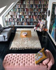 Sonhando com esse quarto ❤  Foto de @somnxum #livro #amoler #estantedelivros