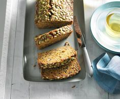 The dynamic combination of carrot and zucchini tastes great in this high fibre and dairy-free cake. Orange Recipes, Apple Recipes, Baking Recipes, Easy Snacks, Quick Easy Meals, Coles Recipe, Gluten Free Peach, Legume Bio, Zucchini Cake