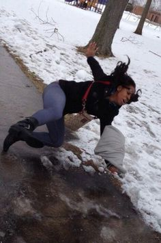 Falling on Ice Incredible Timing Photo Body Hits Ice In Three Two One Slip Fail ---- hilarious jokes funny pictures walmart humor fails