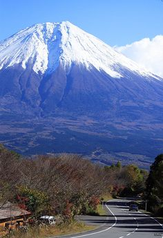 Scenic road near Mount Fuji, Shizuoka Prefecture, Japan (by I climbed Mt. Beautiful Places In The World, Places Around The World, Around The Worlds, Amazing Places, Places To Travel, Places To See, Monte Fuji, Shizuoka, Wonders Of The World
