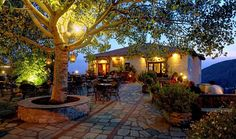 Pilion Τα καλύτερα cafe του Dinner Places, Cafe Bar, Pergola, Places To Visit, Outdoor Structures, Patio, In This Moment, Outdoor Decor, House