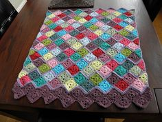 A pretty zigzag blanket, inspired by the zig zag blanket made by Lucy of Attic24.