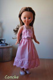 Este es un conjunto sencillo de hacer y con un resultado muy favorecedor. No soy muy de rosas pero he de reconocer que a Nancy le sienta muy... Sewing Barbie Clothes, Girl Doll Clothes, American Girl, Nancy Doll, Wellie Wishers, Ag Dolls, Couture, Doll Patterns, Heart Patterns