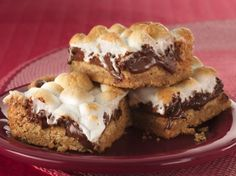 I am so gonna make these!!!!! Warm Toasted Marshmallow S'mores Bars