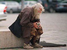 immagini del web | Il barbone che fa beneficenza, la foto fa il giro del web