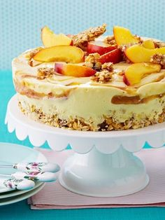 Fruchtige Buttermilch-Torte mit Pfirsichen - sooooo lecker! Hier gibt's das REZEPT >>