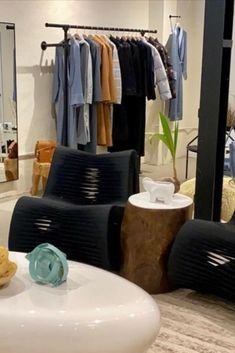 Want to decorate your small boutique to look chic and full of life? Give your customers the ultimate shopping experience by lighting candles in your store to fill the room with fragrance. Place one on the nesting table next to your seating area and blow your customers away. pc: @maisondepapillon #ThompsonFerrier