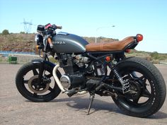I really am keen on specifically what these folks did with this tailor-made Cb Cafe Racer, Cafe Racer Sitz, Custom Cafe Racer, Cafe Racers, Honda Nighthawk, Honda Cb400, Honda Scrambler, Chopper Motorcycle, Cafe Racer Motorcycle