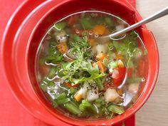 Schnelle Minestrone - mit Rucola - smarter - Kalorien: 70 Kcal - Zeit: 30 Min. | eatsmarter.de Diese Suppe ist im Handumdrehen fertig.