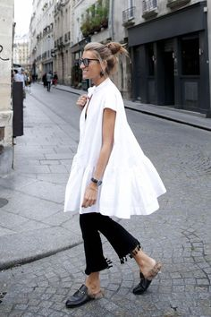 Awesome 99+ Simple and Casual Street Style Oversize White Shirt with Jeans Ideas. More at https://aksahinjewelry.com/2017/10/16/99-simple-casual-street-style-oversize-white-jeans-ideas/
