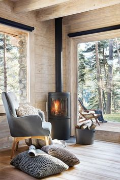 〚A cozy wooden house in the middle of a forest in Is .- 〚 Уютный деревянный домик посреди леса в Ис… 〚A cozy wooden house in the middle of a forest in Spain〛 ◾ Photo ◾ Ideas ◾ Design – # Ideas - Home Living, Living Room Decor, Small Living, Living Rooms, Forest House, Cottage Interiors, Design Case, Design Design, Beautiful Interiors