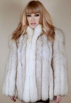 Fine Women, Sexy Women, White Fox, Blue And White, Fur Fashion, Fox Fur, F1, Fur Coat, Cosplay