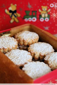 A yummy recipe for Polvorones and more information on Spanish Christmas treats.