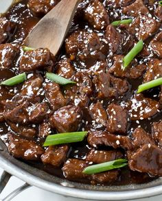 30 Minute Mongolian Beef - Chef Savvy More beef recipes dinners Cubed Beef Recipes, Stew Meat Recipes, Cooking Recipes, Stewing Beef Recipes, Sirloin Recipes, Meatball Recipes, Sausage Recipes, Easy Mongolian Beef, Mongolian Beef Recipes