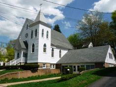 Church for sale in CT - Conveniently located in the heart of Wallingford, this 6000+ sf Church offers a worship area accommodating approximately 168 people, kitchen, office, 6 classrooms & fellowship room. Updates include newer roof & furnace.  $489,000 Wallingford CT