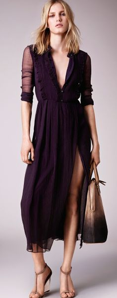 Burberry Prorsum, 2015 Putting buttons on the slit so that it can be worn to school too!